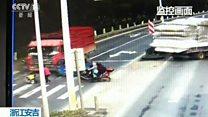 Criança sobrevive após ser atingida por caminhão que avançou semáforo vermelho na China
