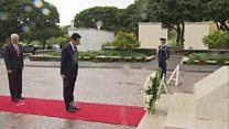 Японский премьер впервые посетил Перл-Харбор
