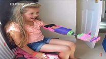 Cô bé chín tuổi Isabella nhận bàn tay giả 3D