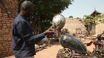 في مالي: فنان يخلق قطع فنية من أجزاء دراجات نارية