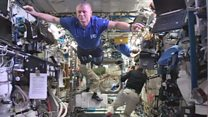 Учасники космічної місії завмерли у невагомості