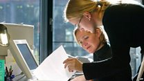 النساء العاملات أكثر توترا من الرجال