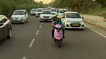 انڈیا کی خواتین ٹیکسی ڈرائیور میدان میں
