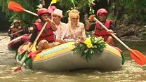پاکسازی رودخانه در مسیر جشن عروسی