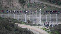 Испанский анклав: мигранты лезут через забор