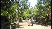 ミャンマー治安部隊、ロヒンギャ男性を叩き蹴り