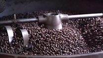 سنغالي مولع بالقهوة افتتح مقهى يستورد حبوبه من العالم