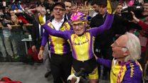 Conheça o homem que estabelece recordes no ciclismo aos 105 anos