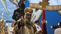 أقباط مصر يحتفلون بعيد الميلاد وسط إجراءات أمنية مشددة