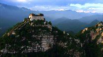 ชายคนหนึ่งกับภารกิจถ่ายภาพกำแพงเมืองจีนด้วยโดรน