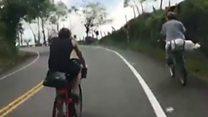 """El campesino colombiano que """"ridiculizó"""" a dos triatletas europeos"""