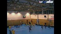 Teto de quadra desaba durante jogo na República Tcheca