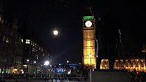 'WWII device' shuts Thames bridges