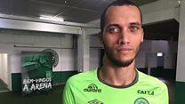 """Acompanhar volta da Chapecoense é uma """"montanha de emoções"""", diz zagueiro Neto"""