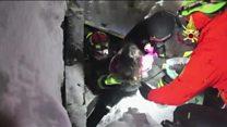 انقاز طفلين بعد ثلاثة أيام من الإنهيار الثلجي في ايطاليا