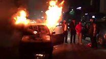 कार में लग गई आग, महिला को पर्स की चिंता