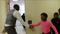 Her öğrencisiyle farklı selamlaşan öğretmen