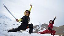 شابات أفغانيات يتدربن على الفنون القتالية
