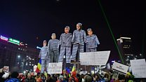 لماذا يتظاهر عشرات الآلاف في رومانيا؟