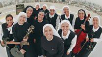 Siervas, grup band dengan seluruh anggotanya biarawati