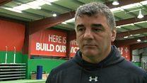 Merched Cymru: Meddyliau'n troi at Loegr