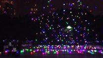 ドローン1000機がいっせい空に 中国・春節イベントで