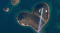 Скайдайвери стрибонули на острів кохання