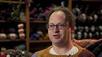 世界の名所をセーターに編む男性 ソーシャルメディアで話題に