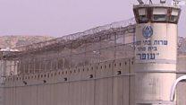 آلاف السجناء الفلسطينيين يتعرضون للتعذيب ومن بينهم الأطفال