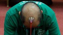秃头不可怕 日本男子比赛光头吸盘拔河