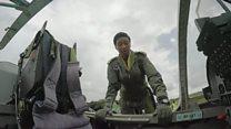 Zambie : une femme pilote de chasse