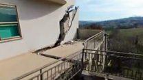 Las enormes grietas de Ponzano, el pueblo en Italia que se derrumba un metro por día