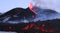 La espectacular erupción del Monte Etna, uno de los volcanes más activos del mundo