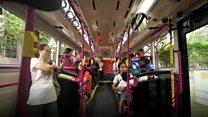 """บริษัทในสิงคโปร์ให้บริการ """"รถเมล์กลิ่นหอม"""" หวังดึงคนนั่งรถเมล์มากขึ้น"""