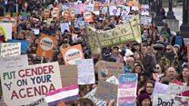 مسيرات داعمة للمرأة حول العالم