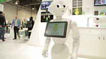 4 تك: روبوت يتفاعل مع الانسان