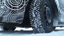 Як посеред снігів випробовують новий чорний кеб