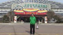 """""""ราชาแห่งอาทิตย์"""" นักธุรกิจผู้สร้างเมืองพลังงานแสงอาทิตย์ในจีน"""