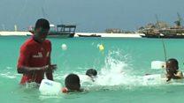 अफ़्रीकी देश ज़ांज़ीबार में तैराकी का सबक