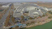El chino que construyó una ciudad entera con paneles solares (y que soñaba con que toda China lo copiara)