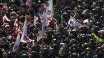ตำรวจเกาหลีใต้ปะทะเดือดฝ่ายหนุน ปธน.