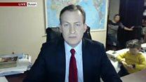 Crianças 'invadem' sala e interrompem entrevista ao vivo na BBC