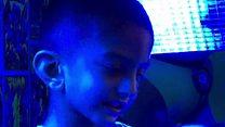 نیلی روشنیوں تلے زندگی