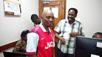Shabiki sugu wa Arsenal aliyemaarufu Tanzania