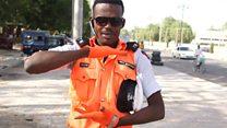 شرطي مهمته الترفيه عن الناس في نيجيريا