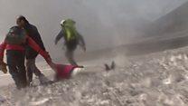 لحظة هروب طاقم بي بي سي أثناء ثوران بركان إنتا
