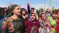 نحو مئتي ألف من الأكراد يحتفلون بعيد نوروز في ديار بكر