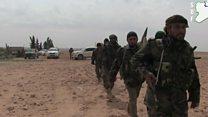 """قوات معارضة سورية """"تسيطر"""" على قاعدة جوية رئيسية قرب الرقة"""