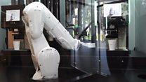 Як робот готує каву