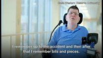 四肢麻痺の男性が自分で食事 脳インプラントで手動かす